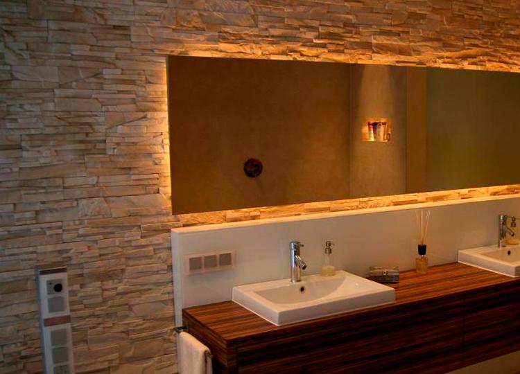 Los mejores revestimientos para paredes de ba o pirkastone for Revestimiento vinilico para paredes de banos